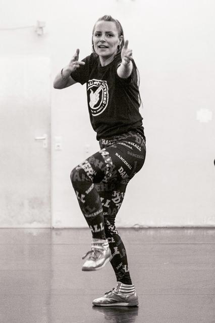Dancehall Workshops in Dresden Isi watch mi step TENZA schmiede Isi wms