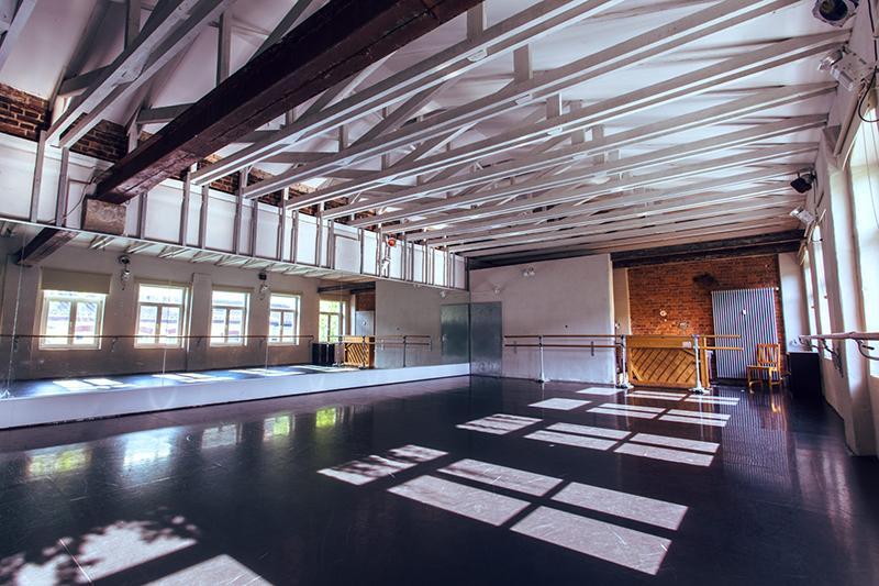 TENZA schmiede Dresden Saal oben Vermietung Studio Feste Feiern Workshops Tagungen